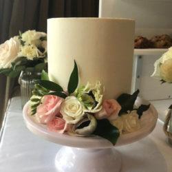 Single-tier-cake